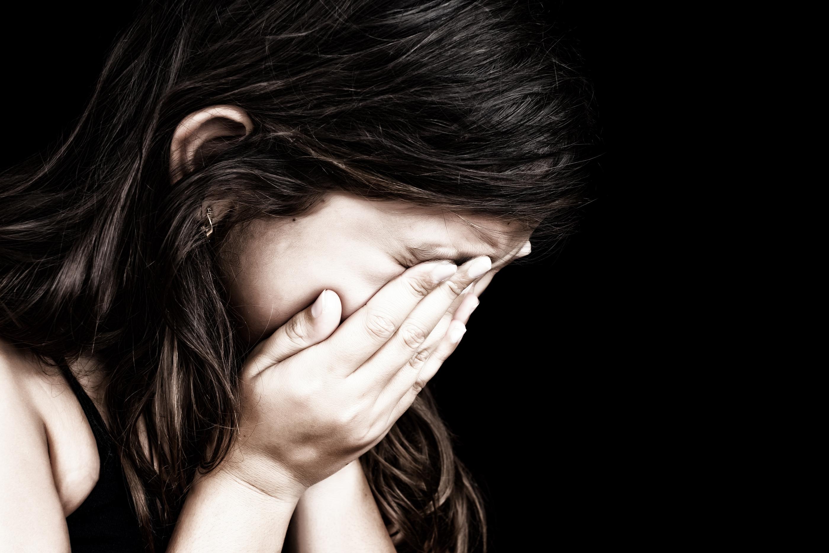 Смотреть бесплатно отец надругался над дочерью 18 фотография